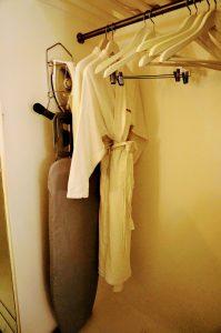 モーベンピックホテルの部屋のクローゼット