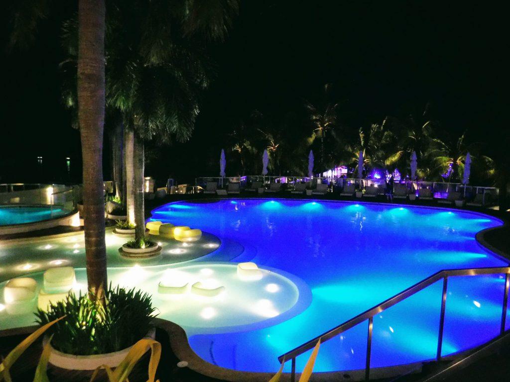 モーベンピックホテルのプール