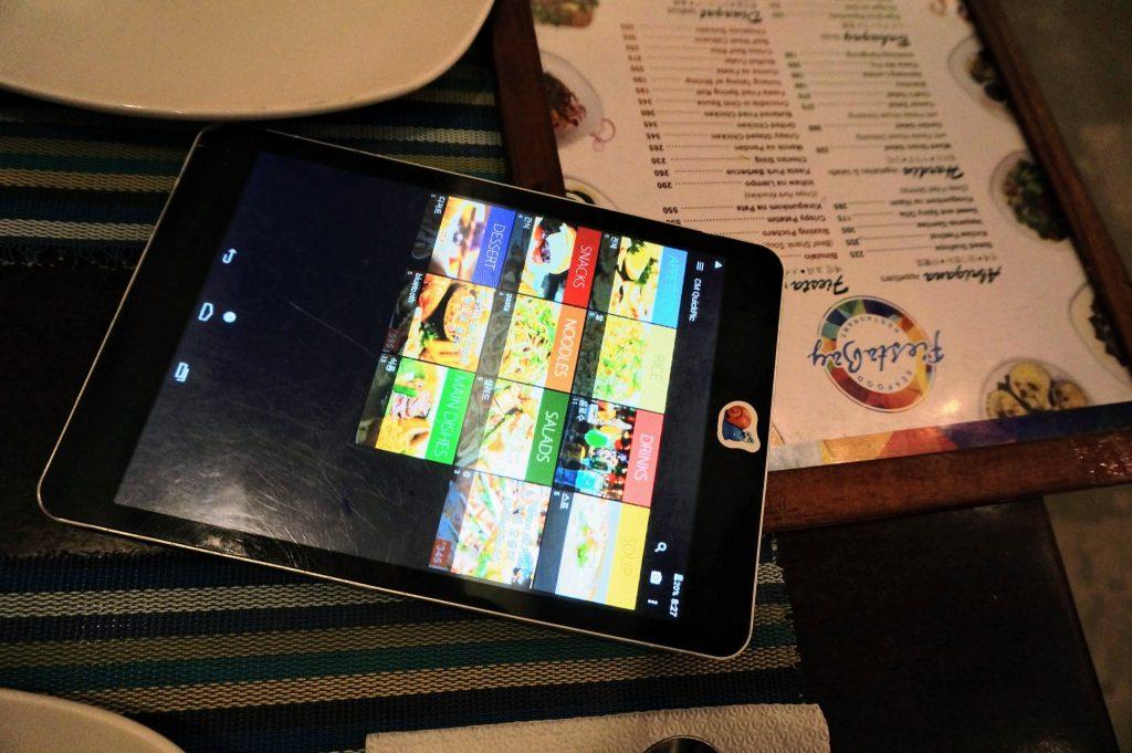 セブ・マクタン島のレストランFiesta BayのメニューとiPad