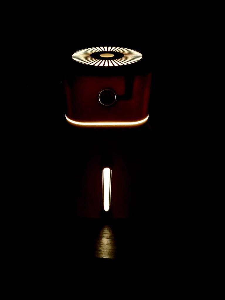 100均ダイソーの500円加湿器のライトアップ機能
